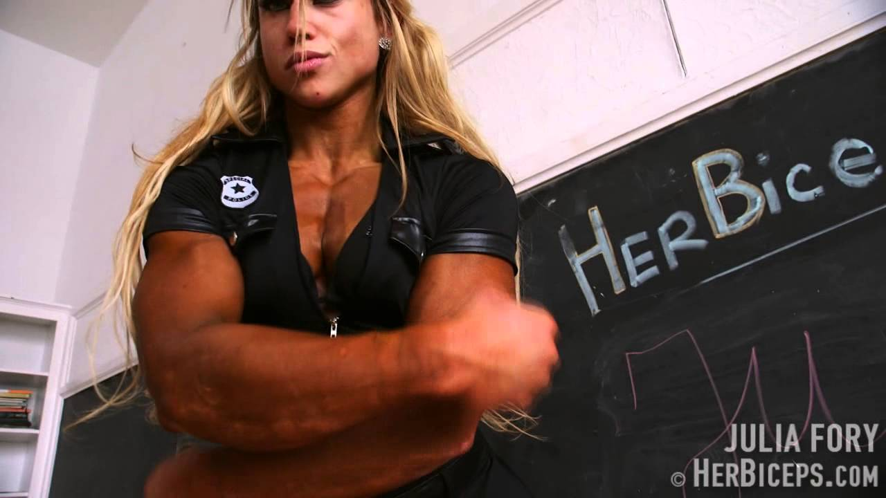 Julia Fory – Biceps Flexing
