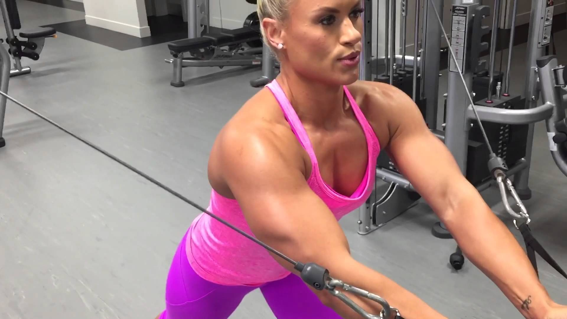 Tanya Hyde – Chest Workout