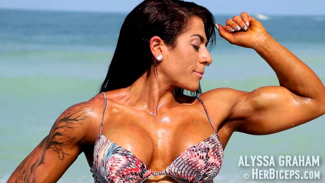 Alyssa Graham – Baywatch Biceps