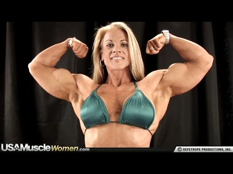 Kris Murrell – Backstage Biceps Flexing