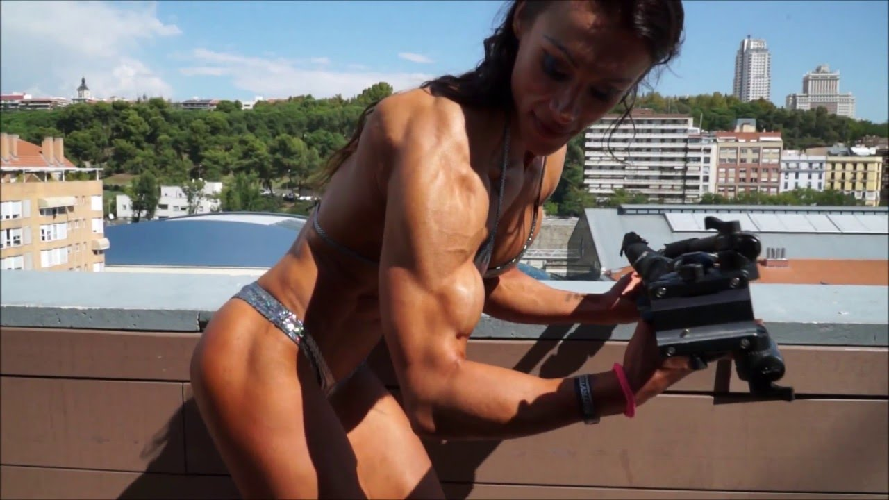 Susanna Tirpak – Posing And Flexing In Madrid