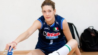 "Floriana Bertone – 202cm (6'7.5"") Tall Volleyball Player"