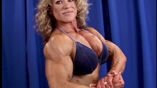 Leighsa Bailey – Backstage Posing