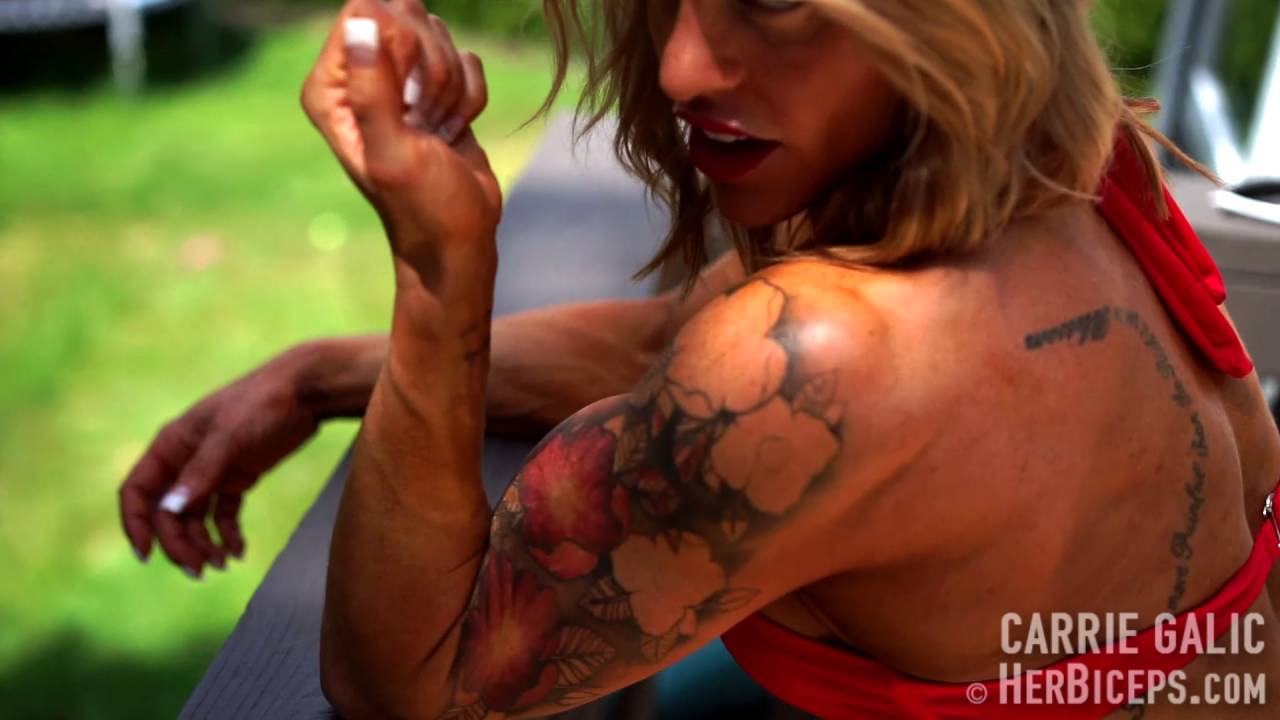 Carrie Galic – Biceps Pump