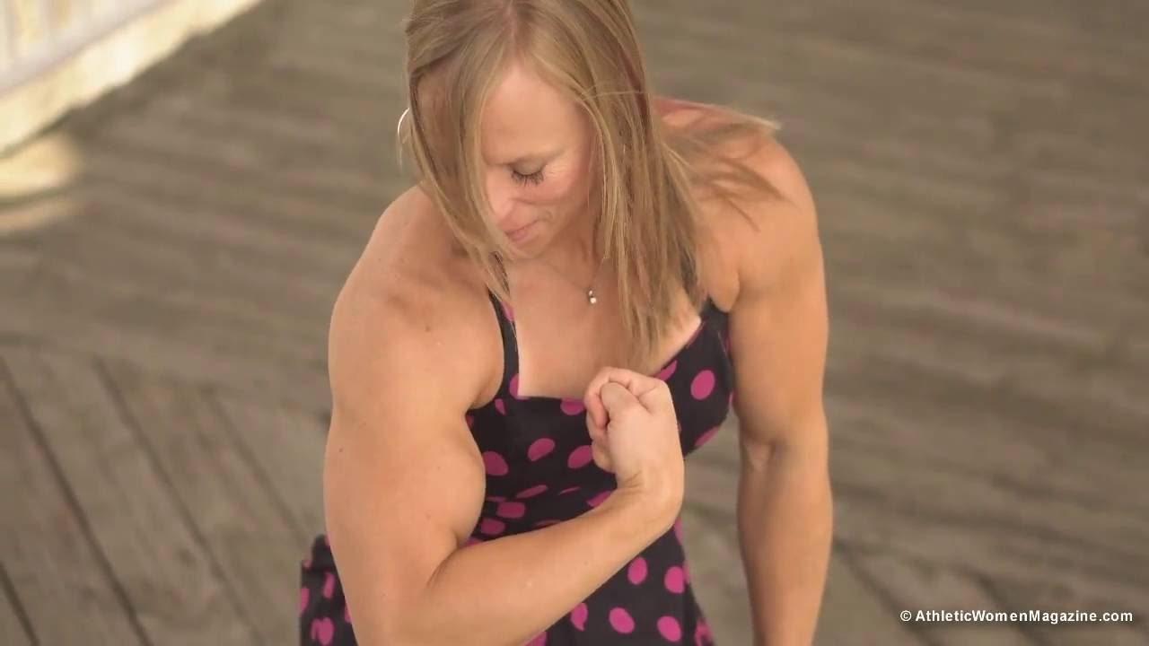 Wendy Lindquist – Big Biceps Flexing