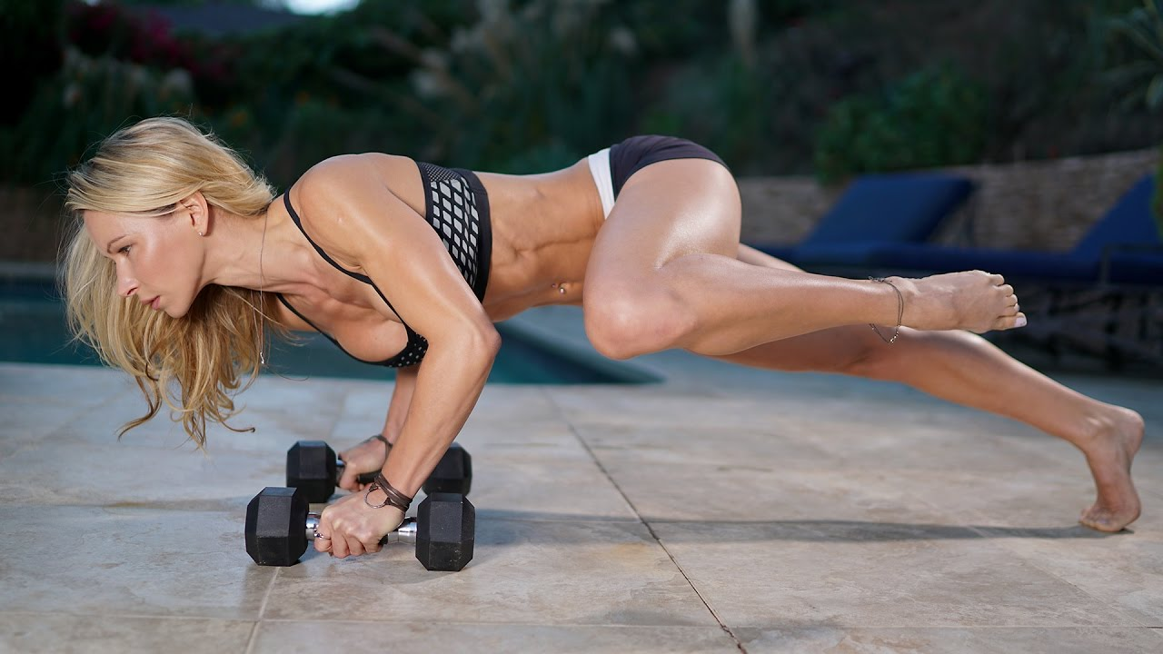 Zuzka Light – Abs, Legs, Kettlebell And Sliders