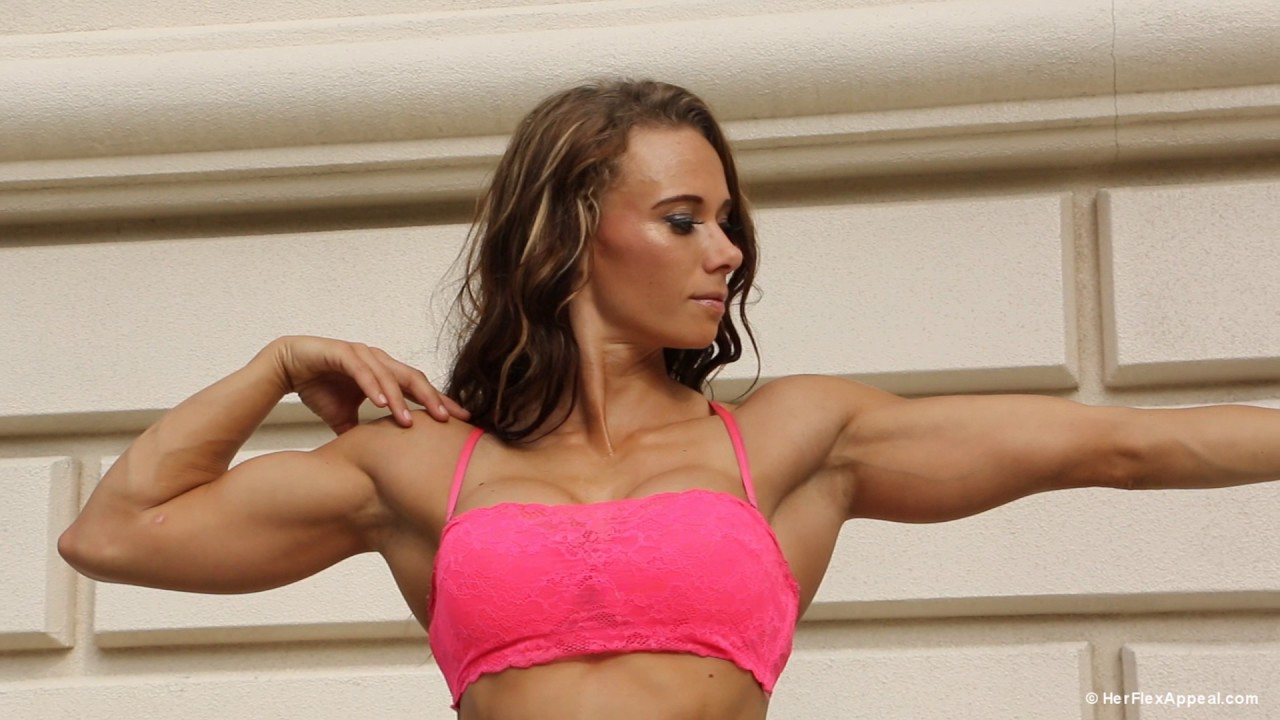 Lisa Varmbo – Biceps & Abs Flexing