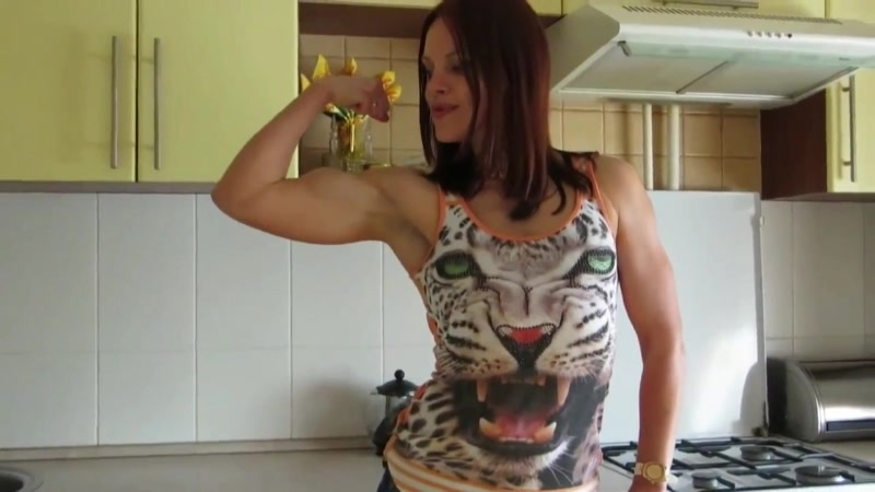 Nadi reveals big biceps and ripped abs