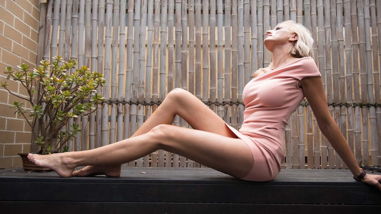 Caroline Arthur – Ex Australian Model Bids For World's Longest Legs