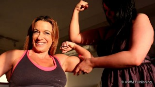 "Amazon Sara Beine (188cm 6'2"") Meets Muscle Girl Jennifer Thomas"