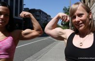 Kristin Abhold & Wendy Lindquist – Abs & Biceps Flexing