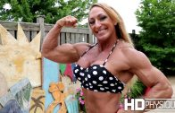 Hanna Hallman – Muscle Girl Flexing